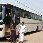 Boeddhistische pelgrimstocht per trein - India en Nepal: niet alles met de trein, soms met een comfortabele bus © Maarten Olthof