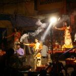 De vuurpoeja in Varanasi - met Maarten Olthof door Harold Pereira