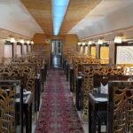 Boeddhistische pelgrimstocht per trein - India en Nepal: overzicht van de restauratiewagon © Maarten Olthof