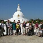 Met Maarten Olthof bij de Shanti-stoepa in Lumbini, geboorteplaats van de Boeddha